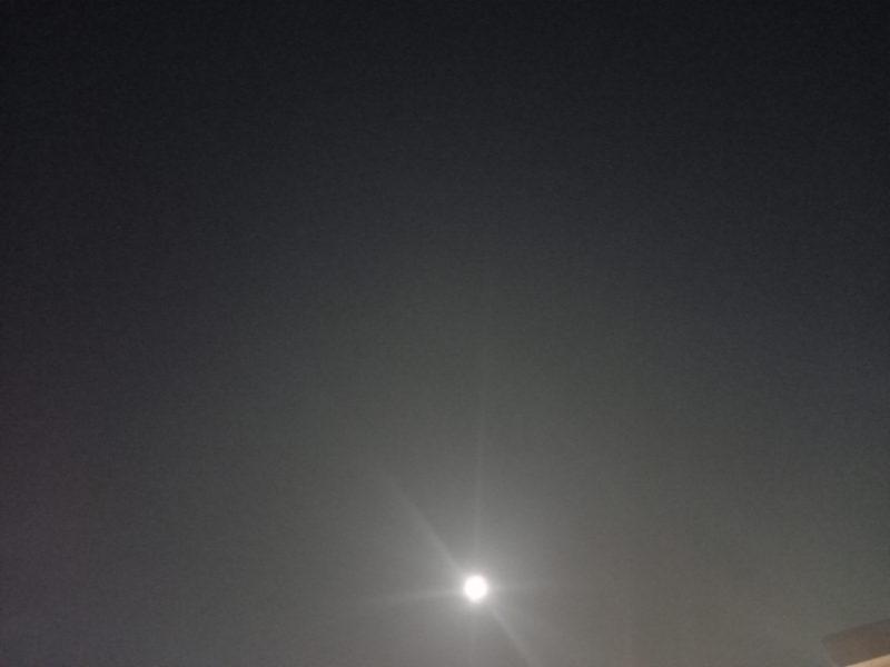 月をながめて